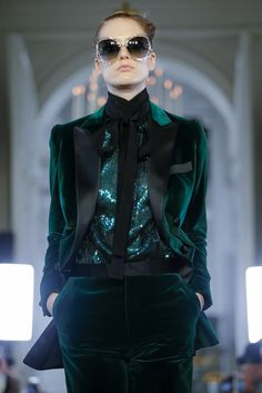 Wonderful Free elie saab Ready To Wear Popular Plenty of job-hunting assistance stresses the necessity to gown to get success. Live Fashion, Fashion 2020, Runway Fashion, Fashion Show, Fashion Outfits, Womens Fashion, Latest Fashion, Stylewe Dresses, Green Evening Gowns
