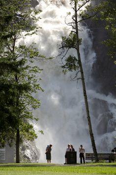 Avec ses 72 mètres de hauteur la Chute Ouitchouan est vraiment impressionnante ! #Saguenay_Lac Canada, Around The Worlds, Artwork, Nature, Travel, Fall Of Man, Impressionism, Vacation, Love
