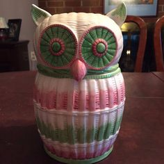 Vintage Owl Cookie Jar by TasteSetter by Sigma Owl Cookies, Cute Owl, Cookie Jars, Friends In Love, Pastel Colors, Owls, Biscuits, Whimsical, Ceramics