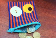 Se as suas crianças estão aprendendo a contar dinheiro você pode fazer este porta-moedas monstrinho e deixar este aprendizado muito mais divertido, fazend