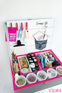 Weinkisten Makeover - by Relleo Mein, such a great box to store your crafting supplies, it's done out of an old box, great recycling project! Love it!