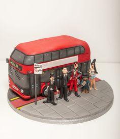 Resultado de imagem para london cake Beautiful Cakes, Amazing Cakes, Bus Cake, Car Cakes, Fire Fighter Cake, London Cake, Retirement Cakes, Wheels On The Bus, Things To Do In London