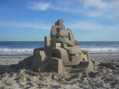 Calvin Seibert is a professional sculptor who erects these unbelievable geometric sandcastle structures with roots in brutalist architecture and modernism. Graphic Design Humor, But Is It Art, Colossal Art, Sand Art, Brutalist, Modernism, Types Of Art, Installation Art, Art Installations