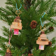 Stack wood slices to make little Christmas Tree ornaments!