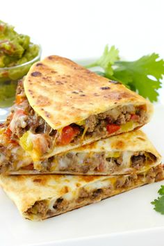 Pan fried beef tacos are cheesy, beefy, and oh so good! This easy recipe will change the way you make tacos forever. Pan fried beef tacos are cheesy, beefy, and oh so good! This easy recipe will change the way you make tacos forever. Mexican Dishes, Mexican Food Recipes, Mexican Pizza, Drink Recipes, Vegetarian Recipes, Healthy Recipes, Easy Dinner Recipes, Easy Meals, Easy Fingerfood Recipes