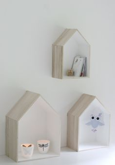 Hausregal - love the thought of using house frames to display other art pieces Clay Houses, Box Houses, Ceramic Houses, Miniature Houses, House Shelves, Wall Decor, Room Decor, Minimal Home, Cool Ideas