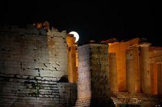 Starstruck: Full Moon Fever Hits Greece [pictures] | GreekReporter.com