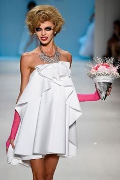 Betsey Johnson (© Frazer Harrison/Getty Images for Mercedes-Benz Fashion Week)