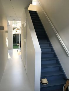 Painted Staircases, Painted Stairs, Entry Stairs, Entry Hallway, Foyers, Cute Apartment, Loft Room, Yellow Houses, Stair Risers