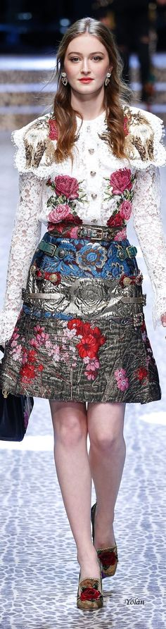 Dolce&Gabbana FW 2017 Love the belts on the side