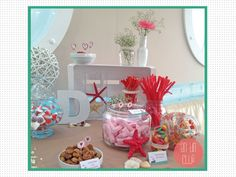 Estrellas de mar decorando un candy bar. Mesa de dulces decorada para boda en la playa.