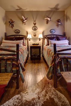 Lodge - traditional - bedroom - other metro - Mary McGaughy Interiors Pendleton blankets Western Bedroom, Traditional Bedroom, Hunting Lodge Bedroom, Lodge Style, Lodge Style Bedroom, Bedroom Decor, Cabin Style, Interior Design Bedroom, Rustic House