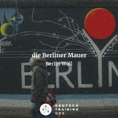 Aufgabe 490  Wann wurde mit dem Bau der Berliner Mauer begonnen?  a) Am 13. August 1945 b) Am 13. August 1961 c) Am 13. August 1989