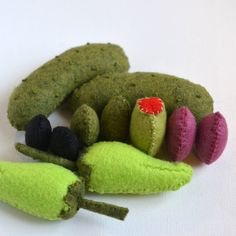 Hey, I found this really awesome Etsy listing at https://www.etsy.com/listing/178898973/felt-food-pickles-peppers-and-olive