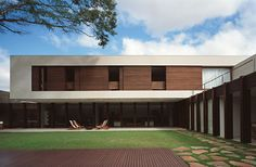 Pau Ferro House / Isay Weinfeld