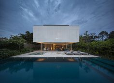 """Sao Paulo-based architecture studio is behind the construction of the paradisiac villa """"Casa Branca"""", which design is inspired by Brazilian mod Architecture Design, Residential Architecture, Contemporary Architecture, Arch House, Studio Mk27, Infinity Pool, Forest House, House And Home Magazine, Modern House Design"""