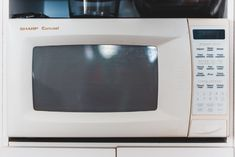 Top-rated Microwave Ovens For Delicious Beginnings Best Convection Microwave, Unwanted Furniture, Restaurant Owner, First Kitchen, Kitchen Equipment, Stainless Steel Kitchen, Big Family, Modern Kitchen Design, Homemaking