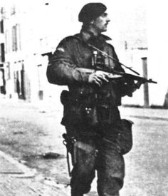 British Airborne Paratrooper with Sten Mk V; British Soldier, British Army, Airborne Army, Operation Market Garden, Parachute Regiment, Ww2 Pictures, Man Of War, War Photography, Paratrooper