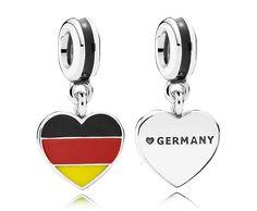 Pandora hangbedel 'Duitsland' 791545ENMX. Laat je liefde voor Duitsland zien met deze hartvormige hangbedel van Pandora. Deze vlagbedel van zilver is met de hand afgewerkt. de kleuren van de Duitse vlag zijn van emaille. Een herinnering voor jezelf of een mooi cadeau voor reizigers in de vorm van een bedeltje.
