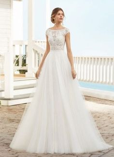 Spanish bridal brand Rosa Clara has designed dresses for over 25 years. Loved by Spains top celebrities they are the ultimate in stylish European Design Wedding Dress Pictures, Stunning Wedding Dresses, Perfect Wedding Dress, Wedding Gowns, Lace Wedding, Collection Couture, Bridal Collection, Morgan Davies Bridal, Gown Photos