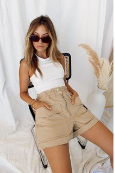 Khaki Shorts Outfit, High Waisted Shorts Outfit, Summer Shorts Outfits, Shorts Outfits Women, Trendy Summer Outfits, Cute Casual Outfits, Basic Outfits, Spring Outfits, Shorts For Summer