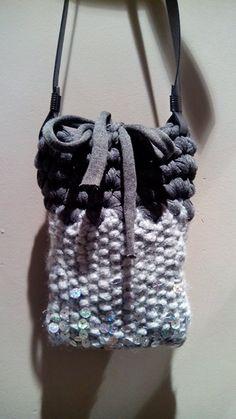 Mini de llana gris trapillo i lentejuelas...fet per monica carcolé