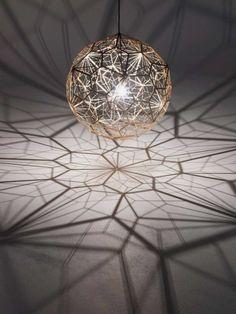 Dekorative Leuchten spielen atemberaubend mit Licht und Schatten