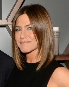 Jennifer Aniston is one of the best celebrity wearer of bob hairstyles so we have collected 15 Jennifer Aniston Bob Haircut Ladies Will Love! Take a look at. Images Of Bob Hairstyles, Bob Hairstyles 2018, Long Bob Haircuts, Short Hairstyles For Women, Straight Hairstyles, Jennifer Aniston Style, Jenifer Aniston, Straight Bob Haircut, Short Straight Hair