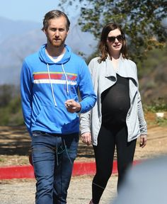 Pregnant Anne Hathaway hikes in Runyon Canyon, CA with husband Adam Shulman