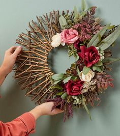 Crafting Ideas and Projects - Floral & Decor Easy Fall Wreaths, Diy Fall Wreath, How To Make Wreaths, Christmas Wreaths, Twig Crafts, Craft Stick Crafts, Flower Crafts, Stick Wreath, Twig Wreath