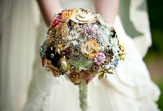 Vintage jewelry bouquet instead of floral (Cool idea if you have a lot of family/heirloom pieces!)