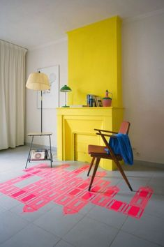 Yello accent wall with pink floor as an accent - Schouw Mechant Design