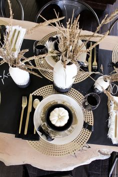 Tour this chic black and gold Halloween table filled with glam elements and lots of texture! Love this Halloween Table Decor. Tour this chic black and gold Halloween table filled with glam elements and lots of texture! Love this Halloween Table Decor.