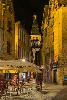 Avond in Sarlat, Frankrijk. www.tendi.nl/frankrijk