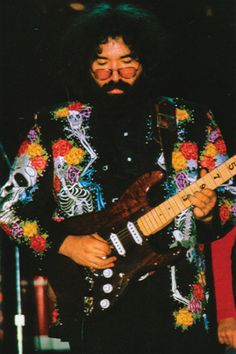 Jerry Garcia of The Grateful Dead wore Nudie suits too! Woodstock, Music Is Life, My Music, Beatles, Jerry Garcia Band, Bob Weir, Forever Grateful, Down South, Punk
