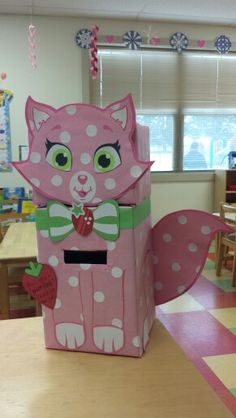 Strawberry Shortcake's kitty! Valentine Boxes For School, Valentines For Kids, Valentine Day Crafts, Kids Crafts, Holiday Crafts For Kids, Diy Valentine's Box, Valentine Activities, Valentines Day Decorations, Strawberry Shortcake