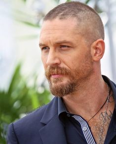Tom Hardy Hello Gorgeous, Beautiful Men, Tom Hardy Haircut, Tom Hardy Actor, High Fashion Men, Beard Styles For Men, Beard Love, Hollywood Actor, Interesting Faces