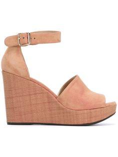 STUART WEITZMAN wedge sandals. #stuartweitzman #shoes #sandals