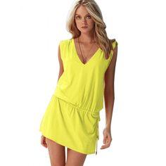 Une robe de plage, pour en montrer mais pas trop d'un coup.
