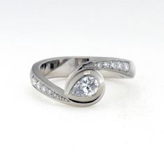 Saarikorpi Design, Drop shaped wedding ring, W/VS diamonds