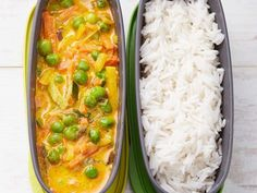 This vegetable yellow curry made with three ingredients only: mixed vegetables of your choice, yellow curry paste and coconut milk. Serve it with plain basmati or jasmine rice for a delicious, healthy, and nutritious backpacking dinner. #backpackingrecipes