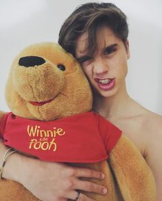 Immagine di winnie the pooh, ivan martinez, and martínez twins