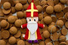 Tutorial: Sinterklaas Vilt ★★. Ik heb een tutorial gemaakt waarmee je sinterklaas van vilt kan maken. Inclusief stap voor stap uitleg en gratis patroon :-).
