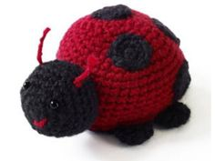 Bugs might make you nervous, but Lorelei the Lady Bug is the cutest insect around. You will need scarlet and black Vanna's Choice yarn from Lion Brand to make this adorable little ladybug. Crochet it and add it to your crochet amigurumi collection. Crochet Amigurumi Free Patterns, Crochet Mittens, All Free Crochet, Crochet Animal Patterns, Crochet Geek, Stuffed Animal Patterns, Cute Crochet, Crochet Animals, Crochet Yarn