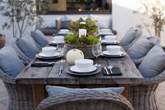 Wonderful tableshape on the terrace. The rough materials in the table and the chairs are done perfectly with the gray pillows, gray charger plates and decoration in zinc with salad leaves. The white candle matches the soup bowls perfect. I love the aesthetics in this tableshape!
