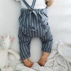 Carly Megan Union Overalls including multiple button closure lengths allowing your little one to grow with it extending it's wear throughout the seasons brilliant huh? #carlymegan #howwestyledarlingclementine photo by #darlingfriends @thebrileybirds