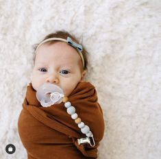 How sweet is this newborn baby girl with our Pacifier Clip and Ryan and Rose Pacifier! #thebabyniche #soother #sootherclip #colourblock #babyessential #babylife #momlife #teething #babygift #babyshowergifts #pacifier #pacifierclip #babygifts #babyproducts #babygear #babygirl #babyboy #teether #teethingbaby #motherhood #mommylife #babyaccessories #babytoys #marble #cutiepat #ryanandrose #musthave #newborn #babygirloutfits #bows Baby Girl Newborn, Baby Girls, Stocking Stuffers For Baby, Bb Style, Handmade Baby Items, Baby Must Haves, Teething Toys, Cute Baby Clothes, Baby Bows