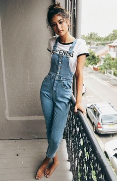 Lazy Girl Outfits That Look Polished AF Cute overalls make perfect lazy girl outfits that still look super cute and put together!Cute overalls make perfect lazy girl outfits that still look super cute and put together! Mode Outfits, Girl Outfits, Casual Outfits, 90s Style Outfits, Easy Outfits, Country Outfits, School Outfits, 90s Fashion, Fashion Outfits