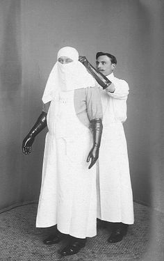 Eugène Doyen wearing a sterile dress.Doyen – was a French surgeon who introduced several surgical techniques medical instruments, and was a pioneer in the use of electrosurgery and electrocoagulation Vintage Photographs, Vintage Photos, Vintage Nurse, Creepy Photos, Medical History, Medical Equipment, Nurse Humor, Old Photos, Surgery