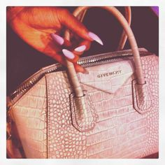Yes girls, let`s all hail the Givenchy Antigona handbag. Named after one of the most famous female figures from Greek tragedy, this bag has one of the most Vuitton Bag, Louis Vuitton Handbags, Tote Handbags, Purses And Handbags, Givenchy Antigona, Fashion Plates, Bag Sale, Clutch Wallet, Swagg